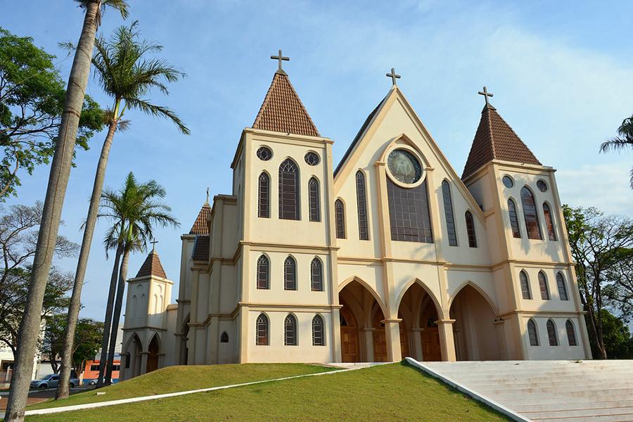 <p>Neste ano, o feriado do aniversário de Paiçandu, comemorado oficialmente no dia 19 de novembro, será transferido para o dia 18. A mudança segue...
