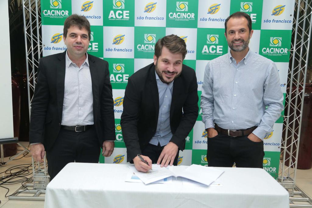 <p>O presidente da ACIP, Levi Cezar Todon, participou nesta terça-feira, dia 28, do lançamento da parceria comercial entre a Cacinor e o Grupo São Francisco Saúde. Pelo...