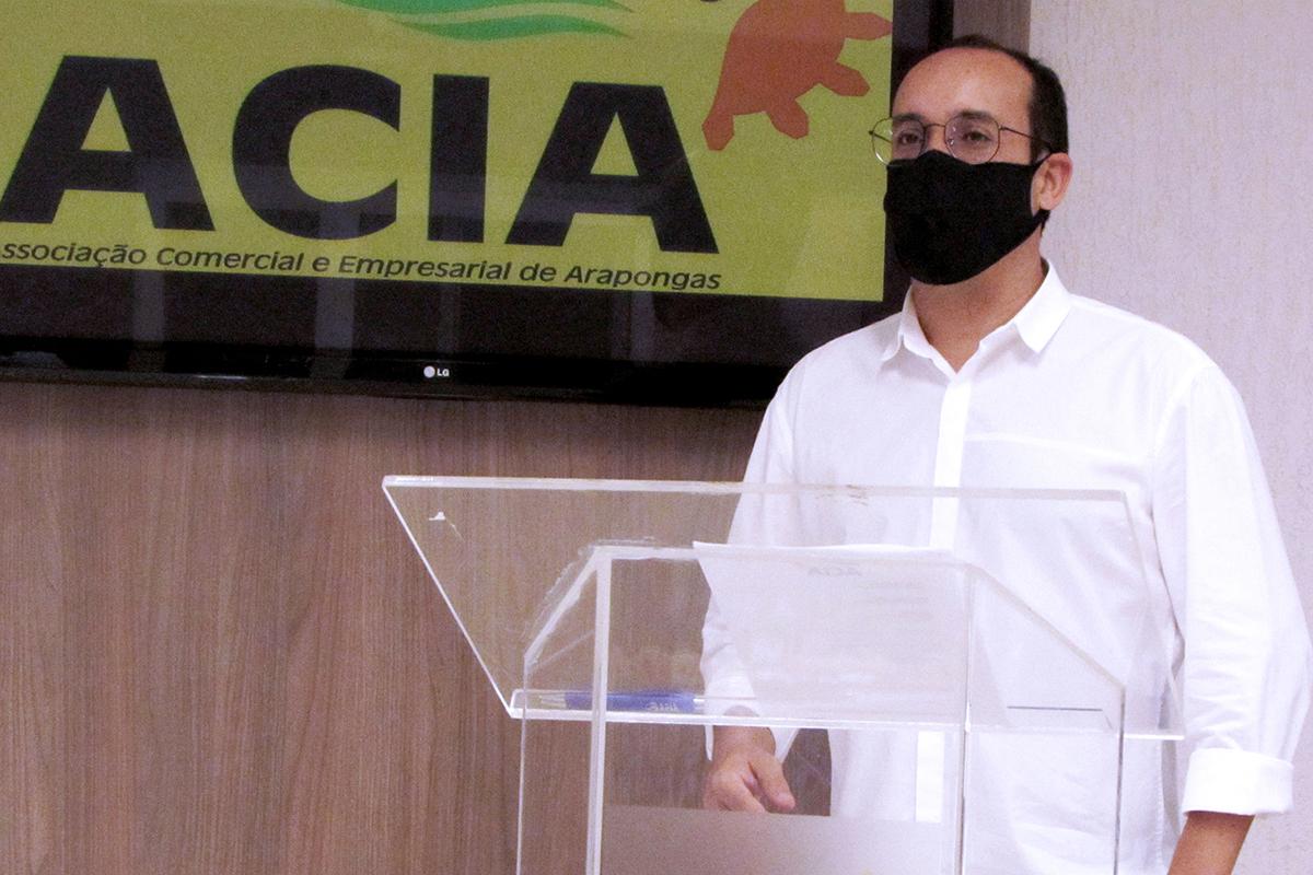 <p>O diretor da ACECA, Anderson Carlos Molina, assumiu nesta terça-feira, dia 09, a presidência da Associação Comercial e Empresarial de Arapongas (Acia). A cerimônia...