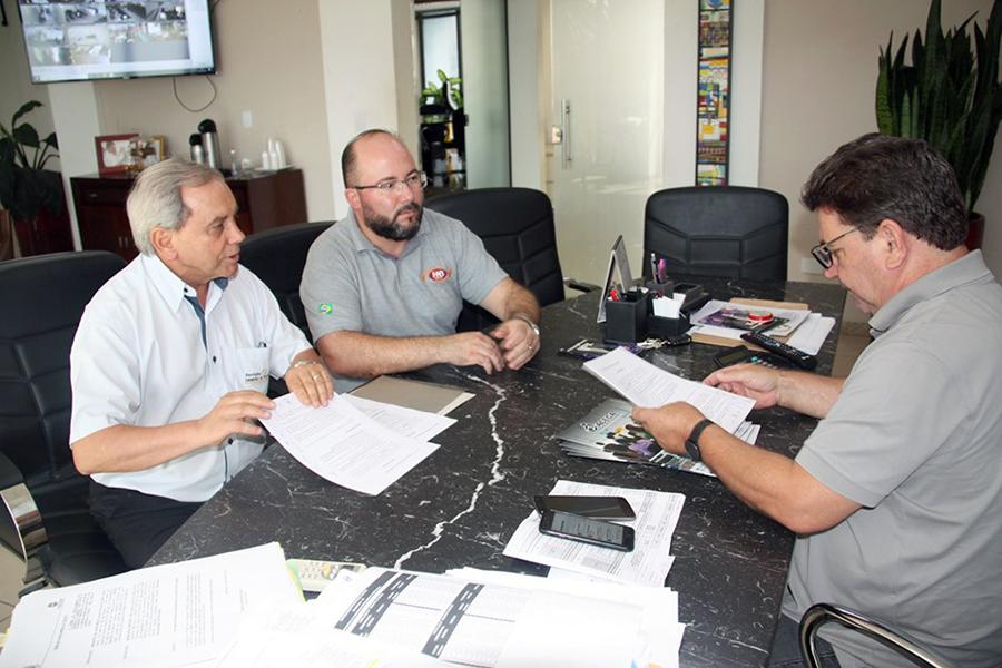 <p>O presidente da ACECA (Associação dos Contabilistas e Empresas Contábeis de Arapongas), Fernando Alves Martins esteve reunido na última sexta-feira, dia 25, com o...